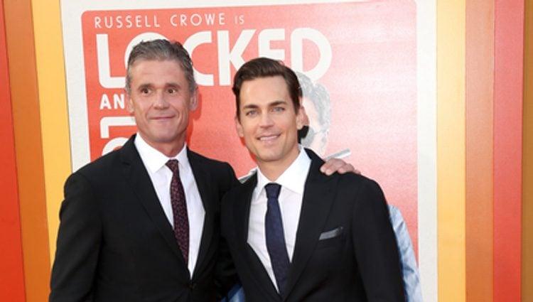 Matt Bomer y su marido Simon Halls en el estreno de 'Dos buenos tipos' en Hollywood