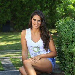 Lorena Bernal posando como imagen de Herbal Essence