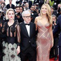 Woody Allen con Kristen Stewart y Blake Lively en la apertura del Festival de Cannes 2016