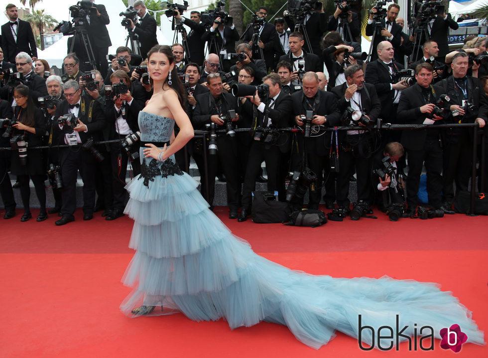 Bianca Balti en la apertura del Festival de Cannes 2016
