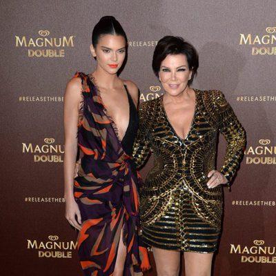 Kris Jenner y Kendall Jenner en una fiesta de Magnum en el Festival de Cannes 2016