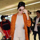 Kendall Jenner en el aeropuerto de Niza para acudir al Festival de Cannes 2016