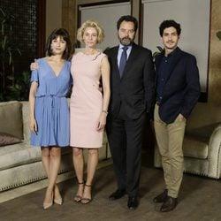 Úrsula Corberó, Belén Rueda, Abel Folk y Chino Darin en la presentación de 'La Embajada'