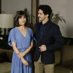 Úrsula Corberó y Chino Darín en la presentación de la serie 'La Embajada'