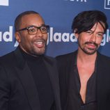 Lee Daniels y Jahil Fisher en GLAAD Media Awards 2016