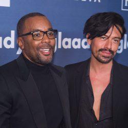 Lee Daniels y Jahil Fisher en GLAAD Media Awards 2016