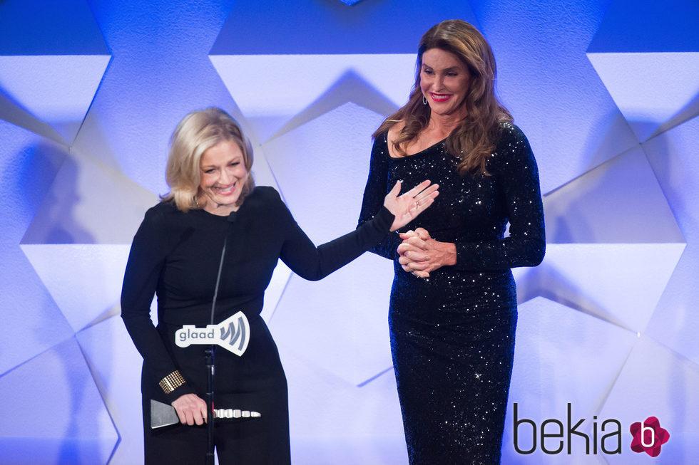 Diane Sawyer y Caitlyn Jenner en GLAAD Media Awards 2016