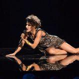 Barei en el suelo durante su actuación en la final de Eurovisión 2016
