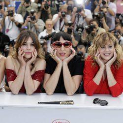 Michelle Jenner, Rossy de Palma, Inma Cuesta, Adriana Ugarte y Emma Suárez en la presentación matinal de 'Julieta' en el Festival de Cannes 2016