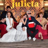 Pedro Almodóvar y Adriana Ugarte, Emma Suárez, Daniel Grao, Inma Cuesta y Michelle Jenner en la fiesta de 'Julieta' en el Festival de Cannes 2016