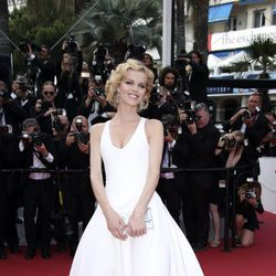 Eva Herzigová en la premiere 'The Unknown girl' en el Festival de Cannes 2016