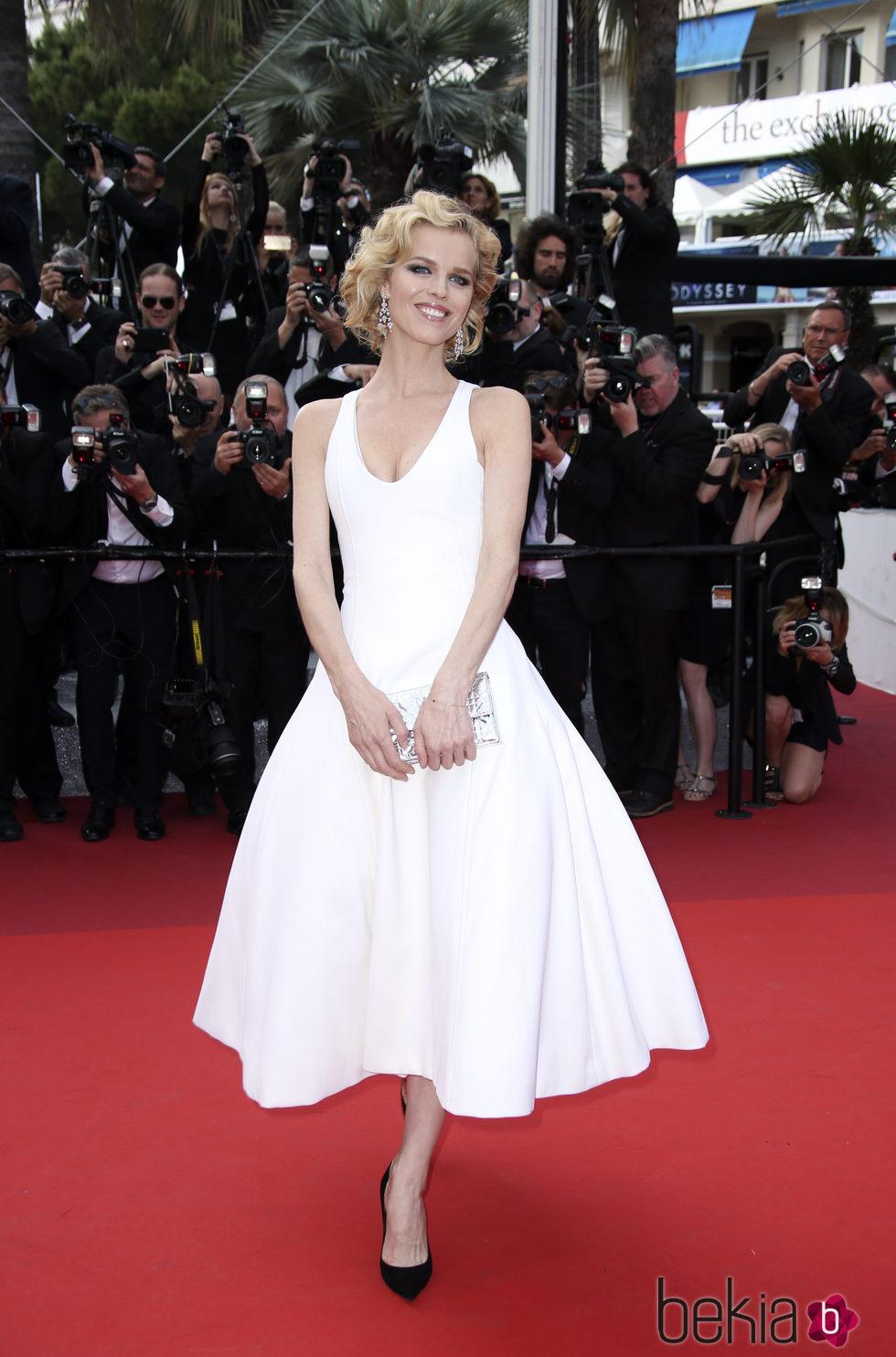 Eva Herzigová en la premiere 'The Unknown girl' en el Festival de Cannes 2016