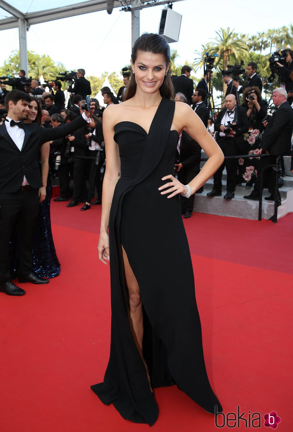 Isabeli Fontana en la premiere 'The Unknown girl' en el Festival de Cannes 2016
