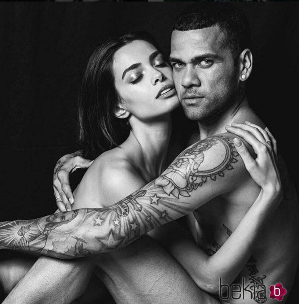 Dani Alves Y Joana Sanz Posan Desnudos Para Celebrar Su Primer