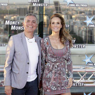 Juan Ramón Lucas y Sandra Ibarra en el estreno de 'Money Monster' en Madrid