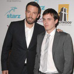 Ben y Casey Affleck en el Annual Hollywood Awards