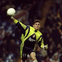 Iker Casillas en su debut como portero titular del Real Madrid