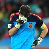 Iker Casillas lamentándose en el primer partido del Mundial de Sudáfrica 2010