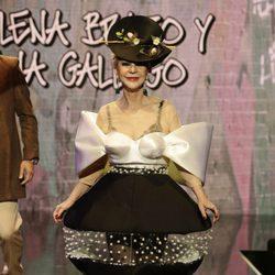 Karmele Marchante desfilando en la Sálvame Fashion Week