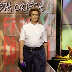 Chelo García Cortés desfilando en la Sálvame Fashion Week
