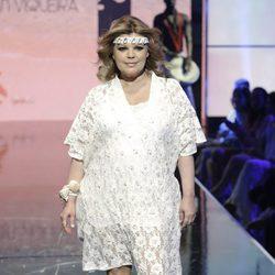 Terelu Campos en el desfile de baño en la Sálvame Fashion Week