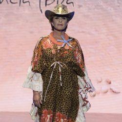 Chelo García Cortés en el desfile de baño en la Sálvame Fashion Week