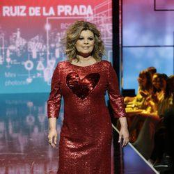 Terelu Campos desfilando en vestido largo en la Sálvame Fashion Week