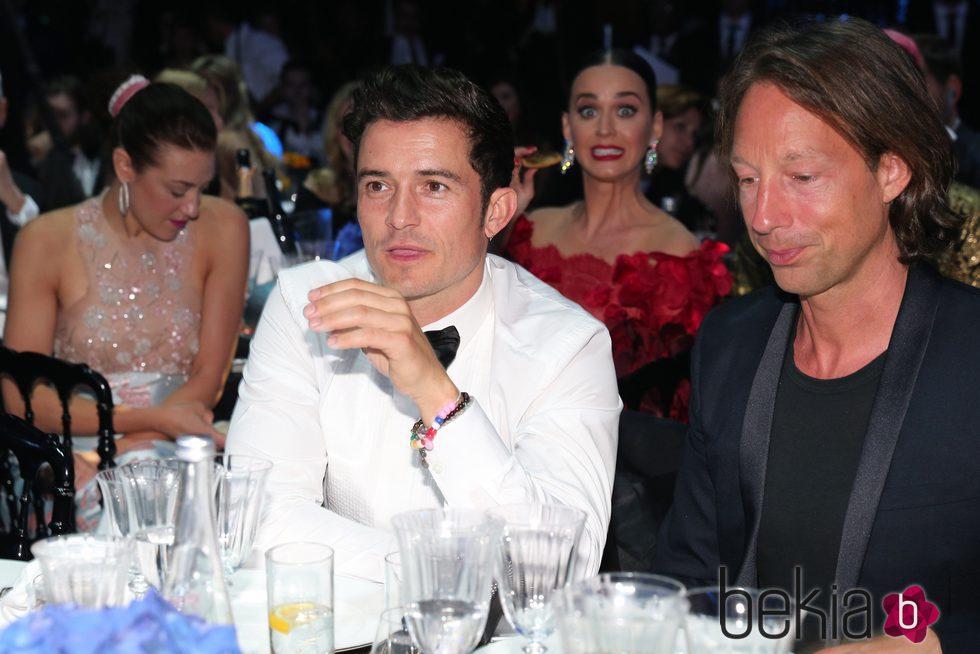Orlando Bloom y Katy Perry en la Gala amfAR de Cannes 2016