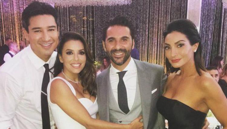 Mario Lopez y su mujer Courtney con Eva Longoria y José Bastón el día de su boda