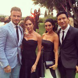 Mario Lopez y su mujer Courtney con David y Victoria Beckham en la boda de Eva Longoria y José Baston