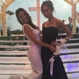 Eva Longoria con Victoria Beckham el día de su boda con José Bastón