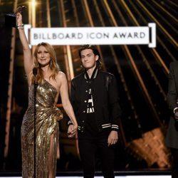Céline Dion con su hijo Rene-Charles Angelil y Seal en los Premios Billboard 2016
