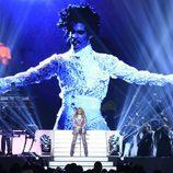 Madonna homenajea a Prince en los Premios Billboard 2016