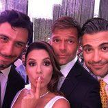 Eva Longoria con Jwan Yosef, Ricky Martin y Jaime Camil el día de su boda