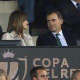 Los Reyes Felipe y Letizia, muy enamorados en la final de la Copa del Rey 2016