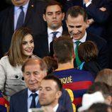 Los Reyes Felipe y Letizia saludan a Milan y Sasha Piqué