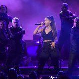 Ariana Grande en su actuación en los Premios Billboard 2016