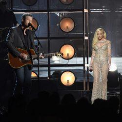 Blake Shelton y Gwen Stefani en su actuación en los Premios Billboard 2016