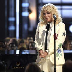 Kesha en su actuación de los Premios Billboard 2016