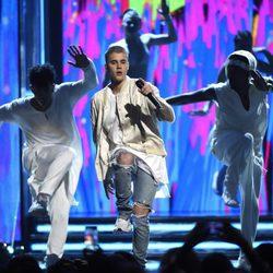 Justin Bieber durante su actuación en los Premios Billboard 2016