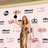 Céline Dion con su galardón en los Premios Billboard 2016