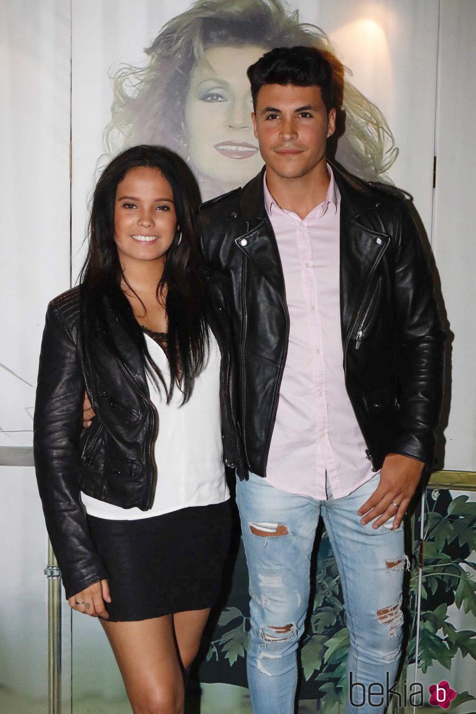 Gloria Camila y su novio Kiko en los premios 'Estrella a la más grande' en Chipiona 2016