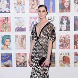 Erin O'Connor en la fiesta del 100 aniversario de Vogue en Londres