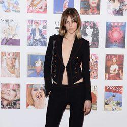 Edie Campbell en la fiesta del 100 aniversario de Vogue en Londres
