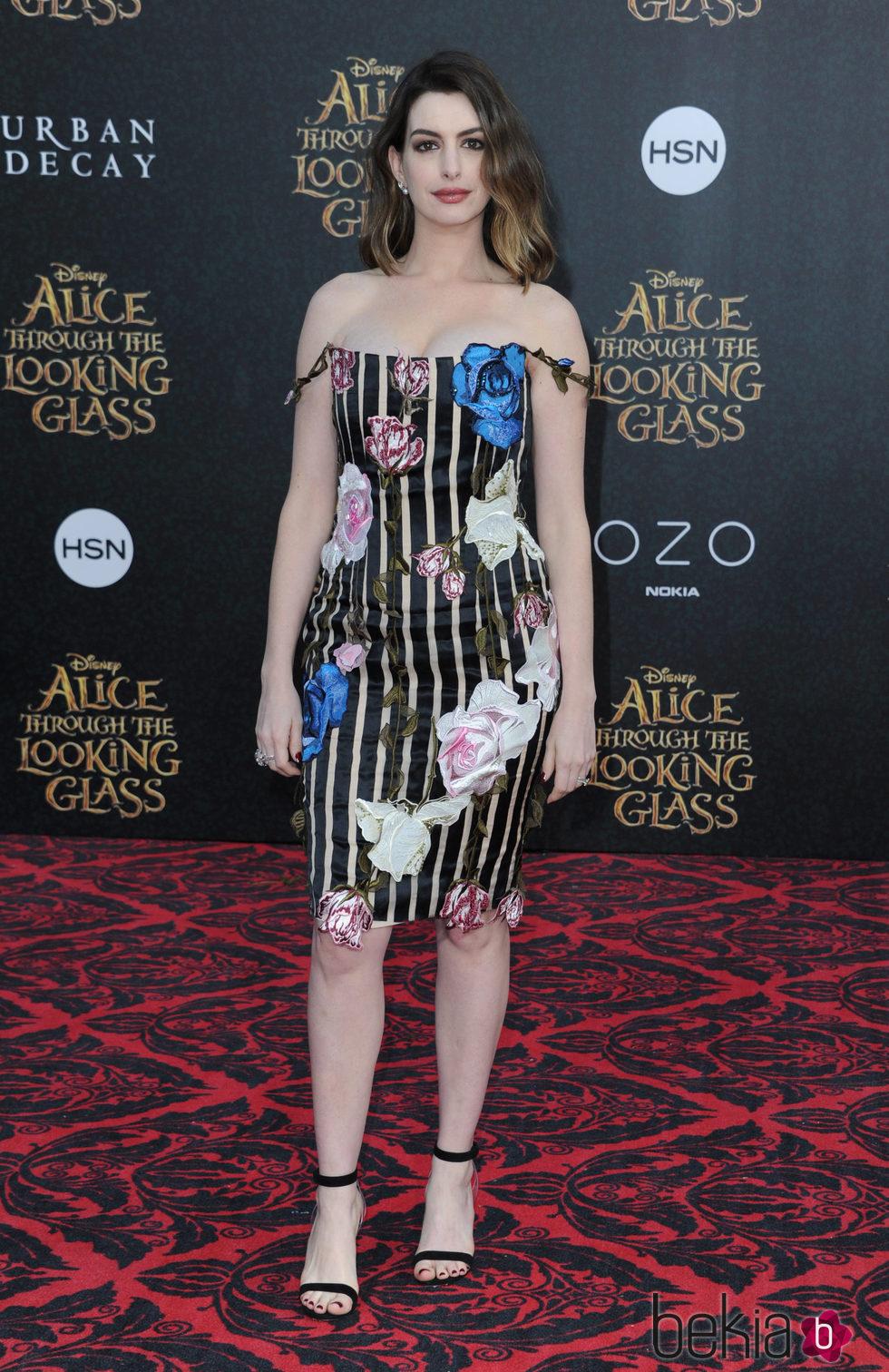 Anne Hathaway en el estreno de 'Alicia a través del espejo' Hollywood