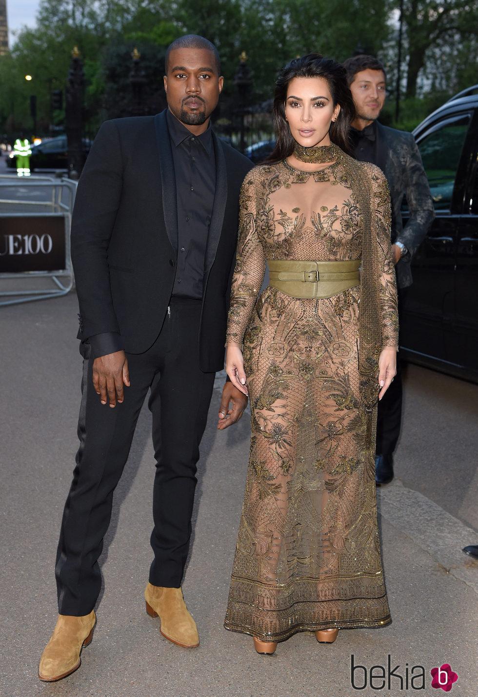 Kim Kardashian y Kanye West en la fiesta del 100 aniversario de Vogue en Londres