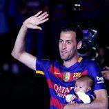 Sergio Busquets con su hijo en la celebración de la Copa del Rey 2016
