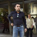 Emiliano Suárez en la capilla ardiente del hermano de Ivonne Reyes