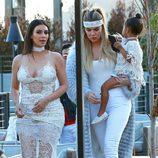Khloe y Kim Kardashian junto a North en la fiesta de cumpleaños de Scott Disick