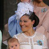 Victoria de Suecia con su hijo Oscar en su bautizo